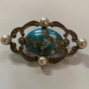 💛 Vintage Brooch with Faux Pearl